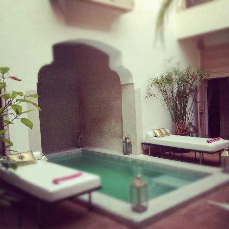 ‪‪Riad Al Massarah‬: View of plunge pool on the ground floor