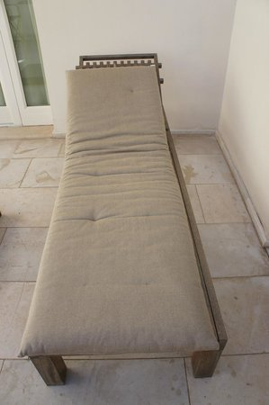 Relais Histo': Stained sunbed mattresses and floor...