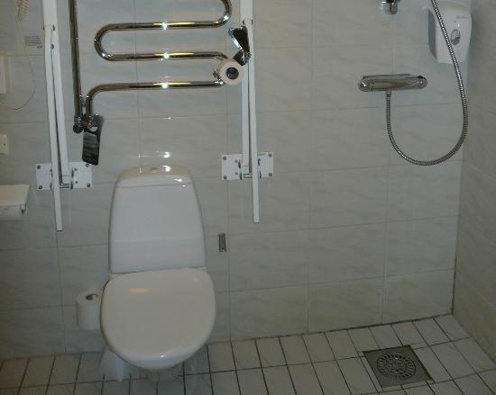 Scandic Norra Bantorget: dirty bathroom 