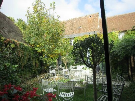 L'Auberge du XIIe Siecle: jardins
