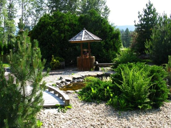 Blue Grouse Country Inn: Gardens