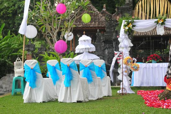 Tirta Ayu Hotel & Restaurant: BALINESE DECORATION