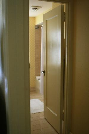 Omni Shoreham Hotel: Bathroom
