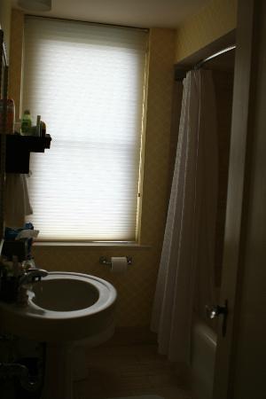 أومني شوروم هوتل: Bathroom 