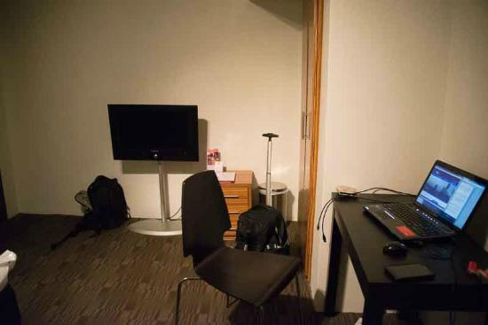 Cambridge Hotel Sydney: Bare concrete walls, no desk lamp or power point and no sofa to sit on