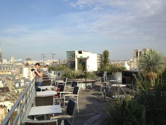 hotel roof top terrace picture of holiday inn paris. Black Bedroom Furniture Sets. Home Design Ideas