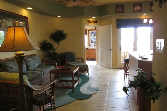 The Beach Villas at Kahalu'u: Living Room/Kitchen 1-202