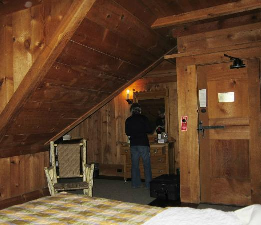 Old Faithful Inn: room