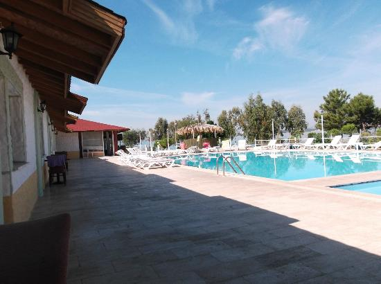 Pool area and poolside accommodation derby hotel akb k for Derby hotels