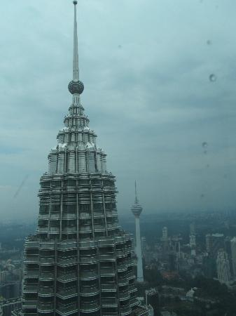 Sheraton Imperial Kuala Lumpur Hotel: 80 Ringgit for 45 min tour to bridge between towers and top