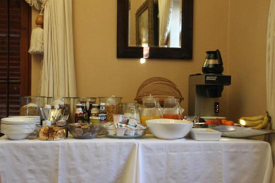 88 Baron van Reede Guesthouse: Breakfast Bar