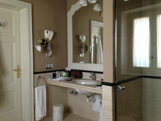 Grand Hotel et de Milan: The bathroom was better than the bedroom!