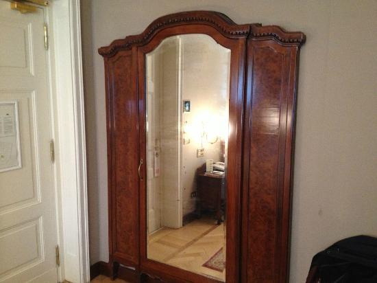 Grand Hotel et de Milan: Very interesting cupboard!