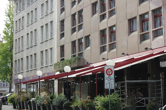 Hotel Basel: Outside Dining at Hotel