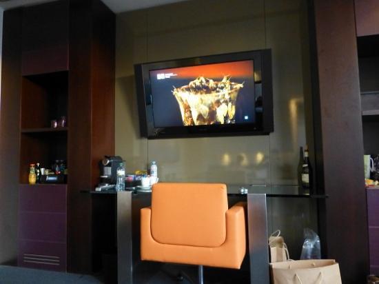 Sixtytwo Hotel: TV