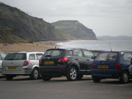 "‪‪Charmouth Heritage Coast Centre‬: From the car park towards the ""Golden Cap""