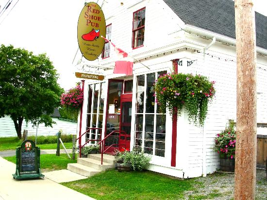 The Red Shoe Pub: Out Front