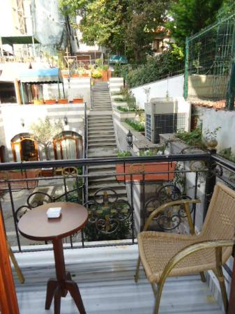 Rose Garden Suites Istanbul: Room 213 - balcony