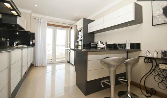 Azul Apartments: Apartment C Kitchen