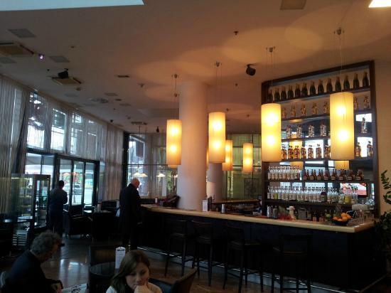 Arcotel Allegra Zagreb: Lobby bar
