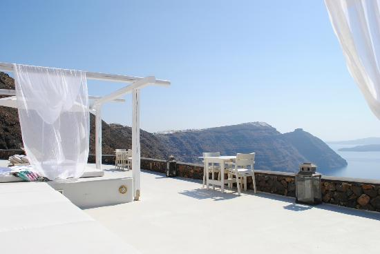 Aenaon Villas: view from sunbeds