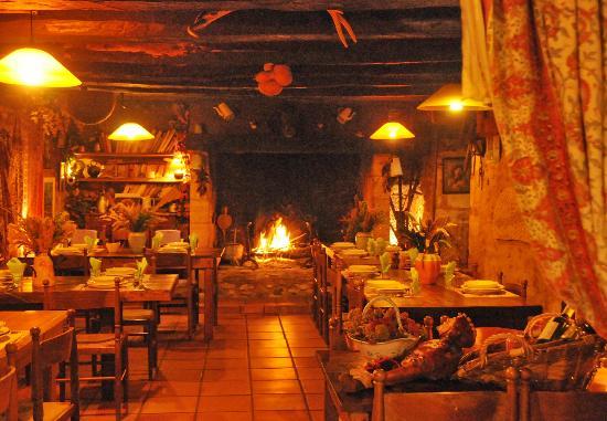 Auberge de Layotte  - Regis Gagnadre: le coeur du resto' ambiance chaleureuse pour cette maison de 400 ans