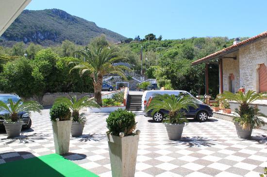هوتل ماجا سيرسي: Entrance to the hotel 
