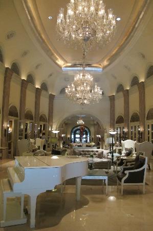 Hilton Mumbai International Airport: View to lobby