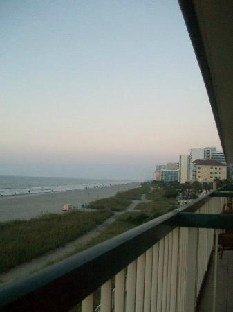 Westgate Myrtle Beach Oceanfront Resort: View of the beach looking south