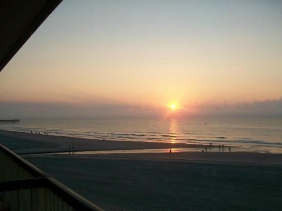 Westgate Myrtle Beach Oceanfront Resort: Sunrise from room