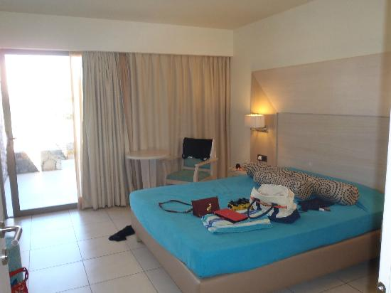 Beach Club Aphrodite: Master bedroom with a double bed
