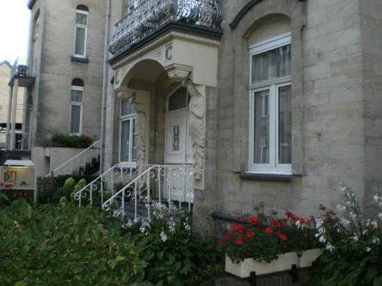 Hotel Dieteren: voorkant hotel