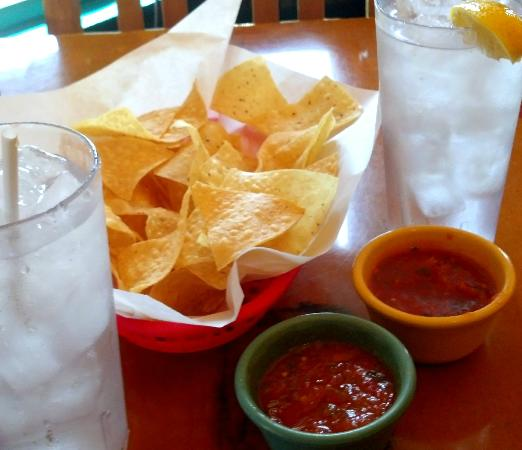 Original Mexican Cafe: Additive salsa & chips