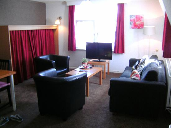 Appartementen Valkenburg : woonkamer met extra uitklap bed