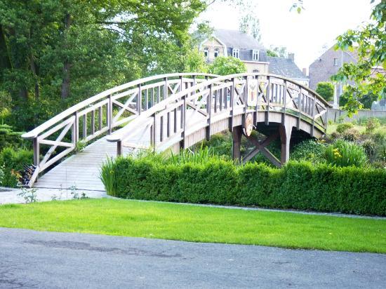 De Rentmeestershoeve: The Bridge
