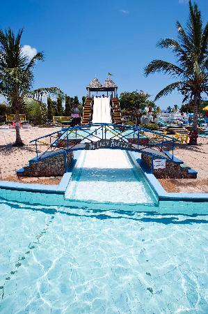 Kunduchi Wet 'N' Wild Water Park: Multi-lane Slide!