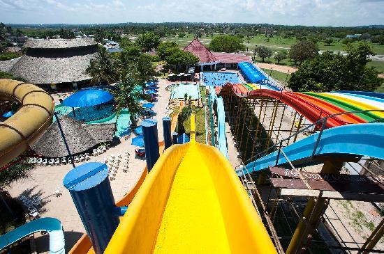 Kunduchi Wet 'N' Wild Water Park: Mtundu Slide...! Scary..!!!