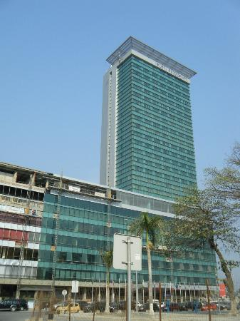 Hotel Presidente Luanda : Outside the hotel