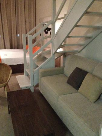 Eco Alcala Suites: Living Area