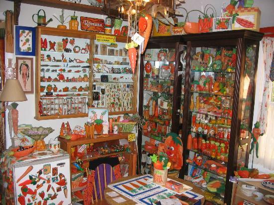 Armistead Cottage: Carrot Museum Display
