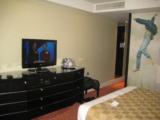 Park Plaza Riverbank London: In Room TV