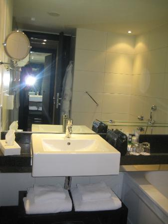 Park Plaza Riverbank London: Bathroom