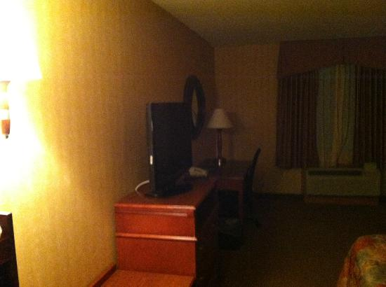 Sleep Inn & Suites: Bed/TV