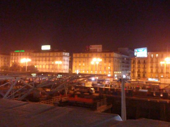 Hotel Ideal : вид из окна на стройку века)