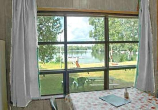 Algonquin Woods Cottage Resort: Lake view from #3