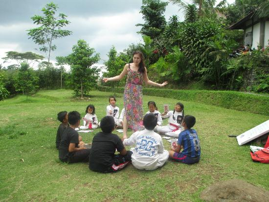 Bali Eco Stay Rice Water Bungalows: English class for the local kids