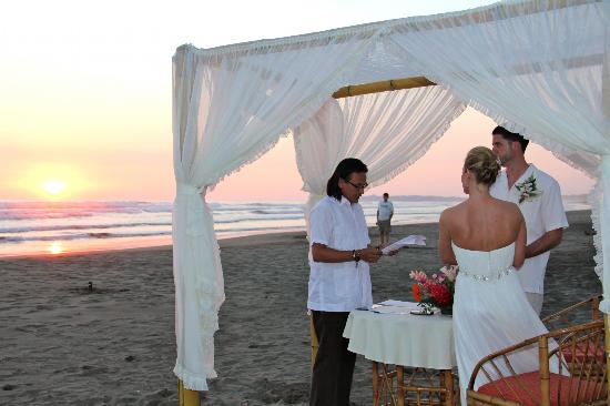 Hotel Playa Bejuco: Wedding on the beach!