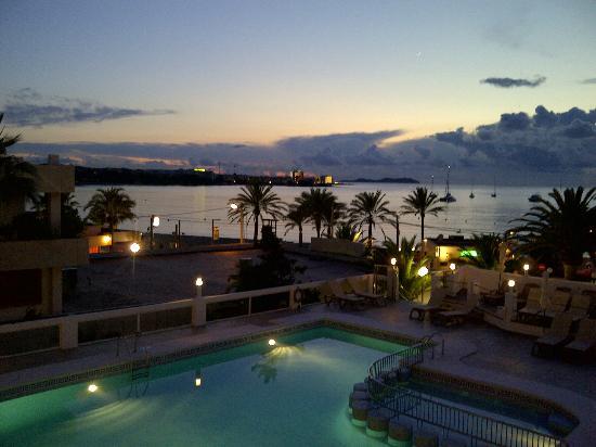 Bellamar Hotel: Gorgous view with the beach feet away