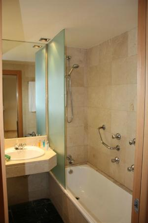 Expo Hotel Barcelona: Bathroom