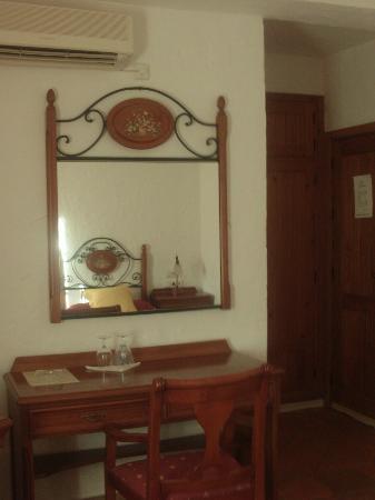 Hotel Cortijo Las Grullas: Vista entrada a la habitacion